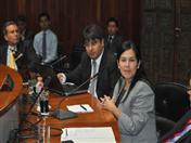 El directivo de la Confederación de Empresarios Privados de Bolivia, Daniel Sánchez entregó el cargo a la Vicepresidente de Comercio Exterior de la Asociación Nacional de Industriales de Colombia, Paola Buendía.