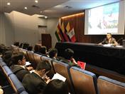 Los estudiantes fueron recibidos por el Director General de la CAN, César Montaño.