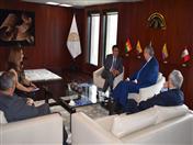 Previo al acto de condecoración, el Embajador Allan Wagner fue recibido por el Secretario General de la Comunidad Andina, Walker San Miguel y los Directores Generales.