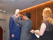 La condecoración Ciudadano Andino Honorífico, conferida hoy al Embajador Allan Wagner es una distinción que se otorga a personalidades que realizan aportes significativos a la integración regional.