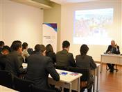 El Director General de la Secretaría General de la CAN, Embajador José Antonio Arróspide dio la binevenida a los estudiantes.