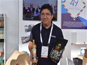 Productores del proyecto INPANDES mostrando sus productos.