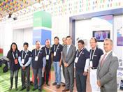 Secretario General de la CAN con productores en el stand de la Comunidad Andina.