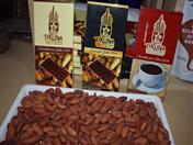 Ubicados en la Zona Regiones, los productores de cacao fino de aroma de la etnia Tikuna exhiben la variedad de su producción al público asistente.