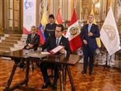 Firma de la Declaración Presidencial de Lima por parte del Presidente del Perú.