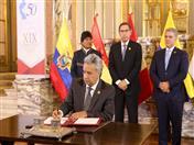Firma de la Declaración Presidencial de Lima por parte del Presidente de Ecuador.