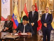 Firma de la Declaración Presidencial de Lima por parte del Presidente de Bolivia.