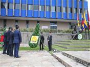 Ofrenda colocada por el Secretario General de la CAN, Jorge Hernando Pedraza y los Directores Generales.