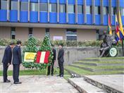 Ofrenda colocada por el Ministro de Relaciones Exteriores, Néstor Popolizio y el Ministro de Comercio Exterior, Edgar Vásquez.
