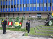 Ofrenda colocada por el Viceministro de Comercio Exterior e Integración de Bolivia, Benjamín Blanco