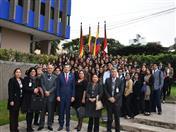 Secretario General de la CAN y estudiantes de la Universidad César Vallejo.