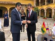 Entrega de la moneda conmemorativa a los 50 años de la CAN a los Embajadores andinos.